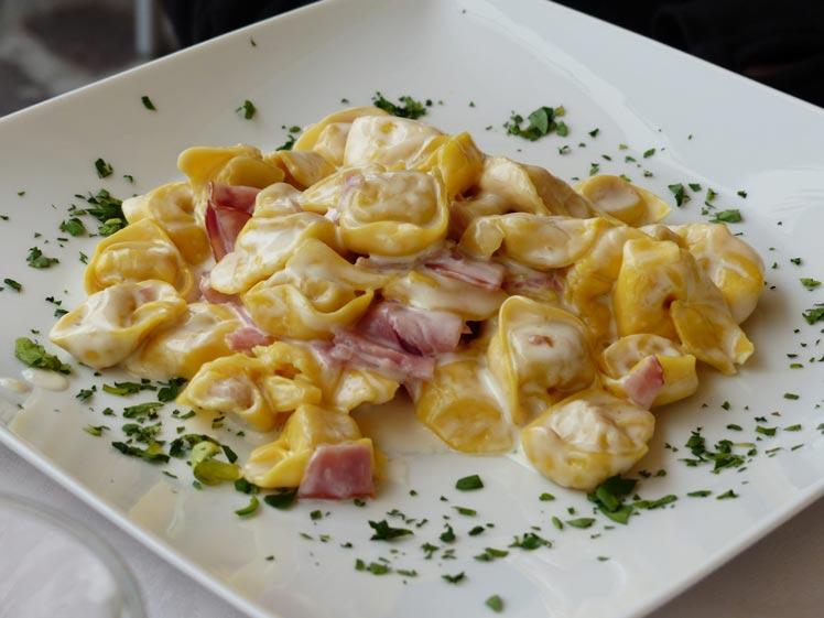 Tortellini met room en ham