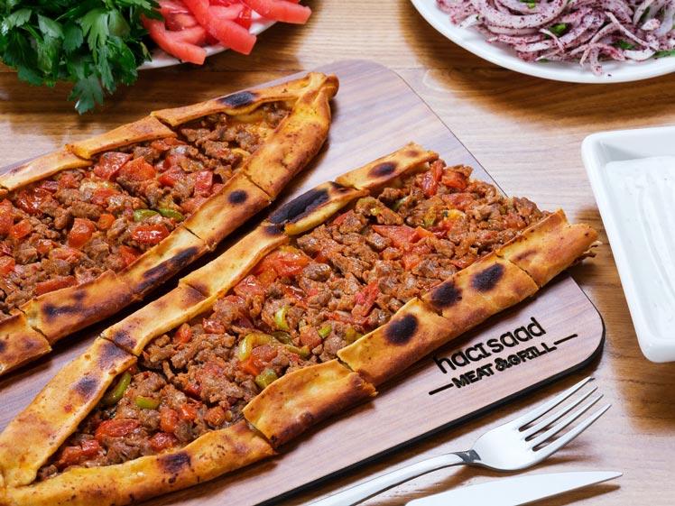 Turkse pide met gehakt