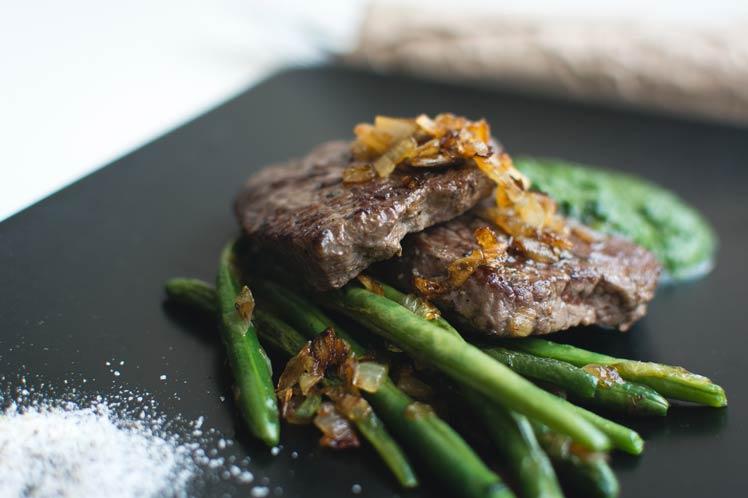 Gegrilde asperges met biefstuk