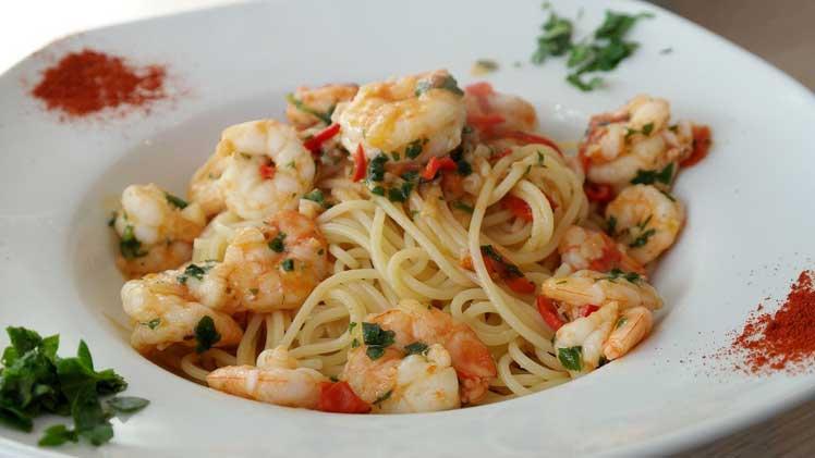 Spaghetti met garnalen en peper